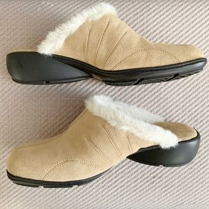 Aerology by Aerosoles// Tan Suede Fur-lined clogs